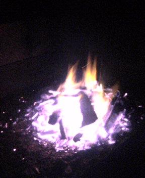 火を眺める